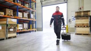maintenance-repair_arrival-customer-site_1312