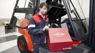 Servicetechniker mit Linde Service-Kit